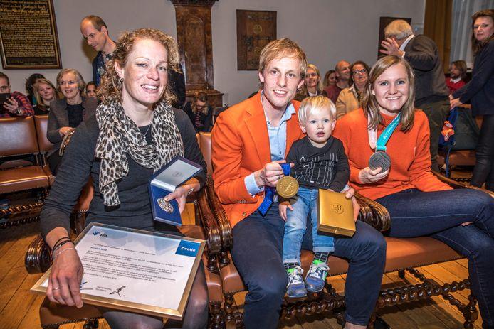 Kirsten Wild kreeg de erepenning van Zwolle. Ronald Mulder en Lotte van Beek, die de erepenning al hadden, mochten vanwege hun olympische prestaties het gouden sportboek tekenen.