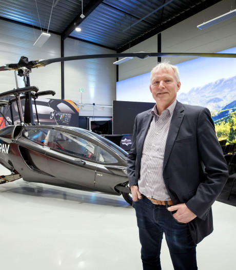 Vliegende auto van PAL-V in Raamsdonksveer gaat de weg op