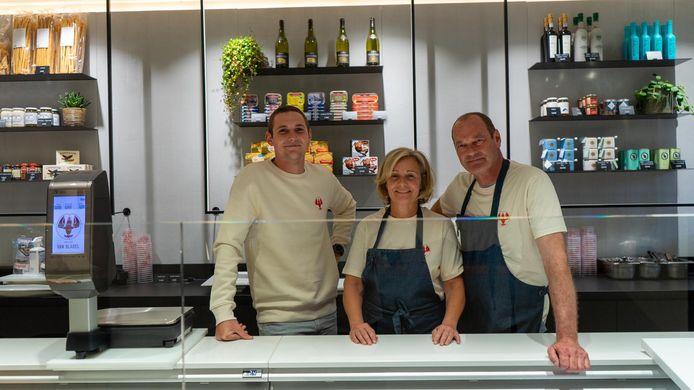 De gloednieuwe vishandel Van Bladel, met Peter, Carla en hun zoon Max.