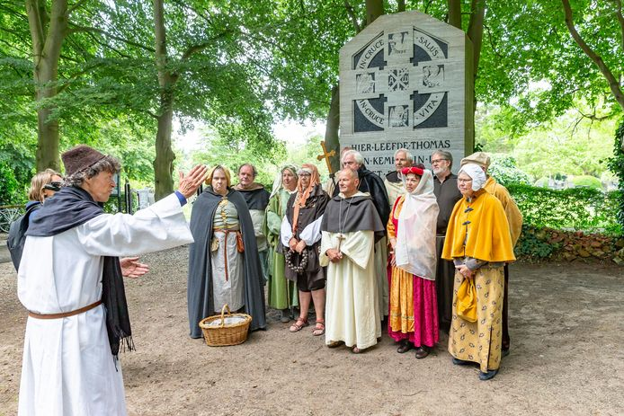Thomas a Kempis wordt vaker herdacht. Zo werd vanuit de stichting die zijn naam draagt twee jaar geleden de vlucht van Thomas a Kempis en andere kloosterlingen van Zwolle naar Hasselt nagespeeld. Ze vluchtten bijna 600 jaar geleden vanwege een conflict over de bisschop van Utrecht.