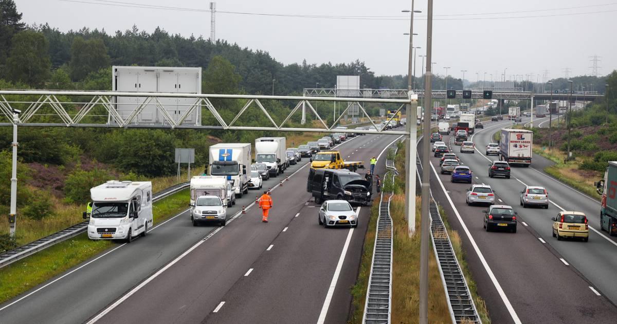 Nog een rijstrook afgesloten op A50, vertraging ten einde na ongeval bij Arnhem.