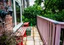 Jonathan schilderde zijn veranda pastelroze. 'Ik vind het echt een vette kleur.'