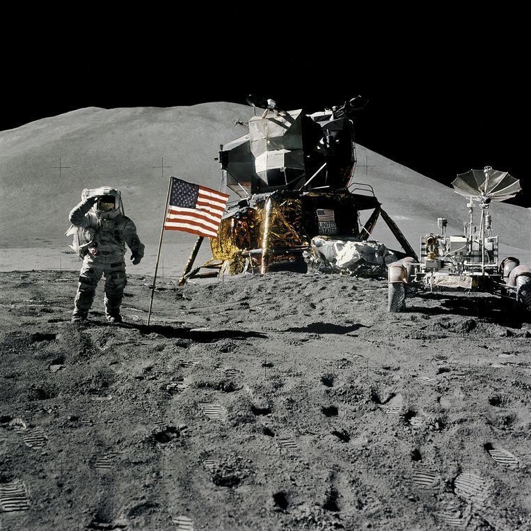 Astronaut James Irwin salueert vanaf de maan in augustus 1971. Beeld REUTERS