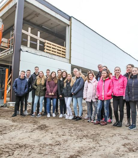 Leerlingen Pleincollege Nuenen in mei naar nieuwbouw