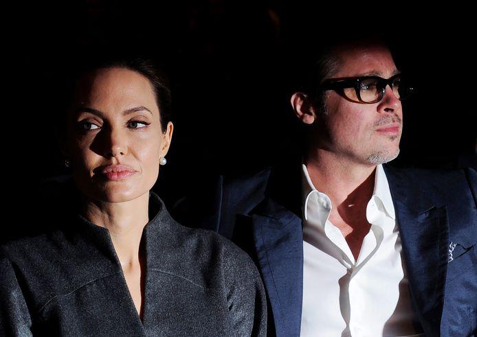 Hoewel de communicatie tussen Brad Pitt en Angelina Jolie een tijd lang beter leek te gaan, staan de twee weer op voet van oorlog met elkaar. De reden daarvan zou het voogdijschap van hun zes kinderen zijn.