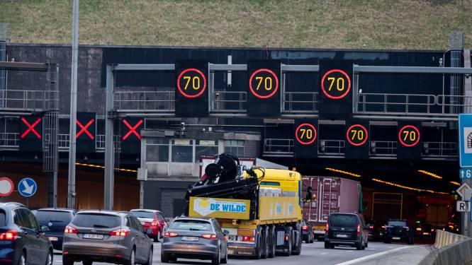 Verkeerscentrum verwacht nog hele dag file door problemen Kennedytunnel
