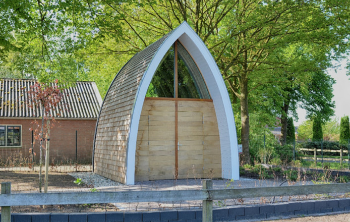 De nieuwe Mariakapel aan de Rondweg hoek Jagersweg in Enter.