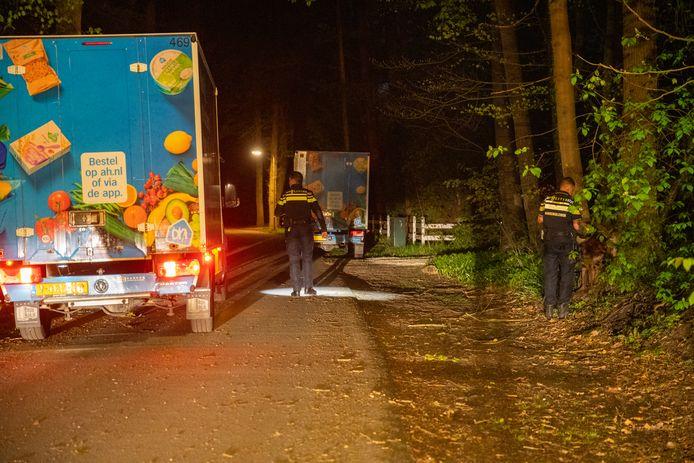 Bezorgers van de Albert Heijn hoorden iemand iets roepen over het openen van een kluis en besloten de politie in te schakelen.