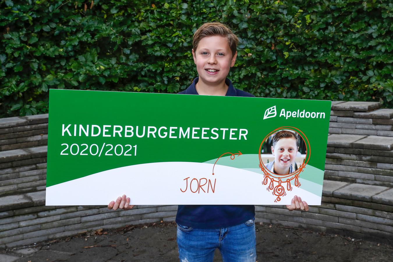 Apeldoorn, 15-7-2020, nieuwe kinderburgemeester Jorn met Wethouder Wim Willems Jorn is de nieuwe kinderburgemeester van Apeldoorn.