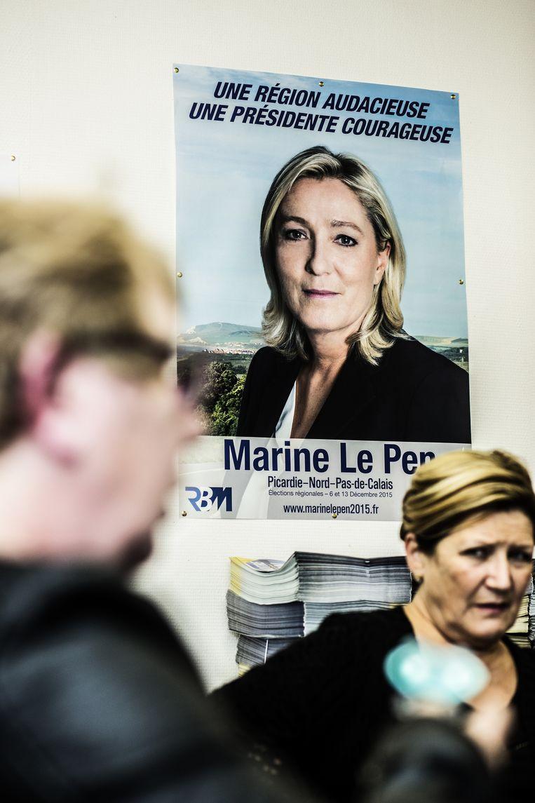 Voorzitster Marine Le Pen en haar partij hebben niet lang geaarzeld om het bloedblad in Parijs te recupereren. Beeld © Franky Verdickt