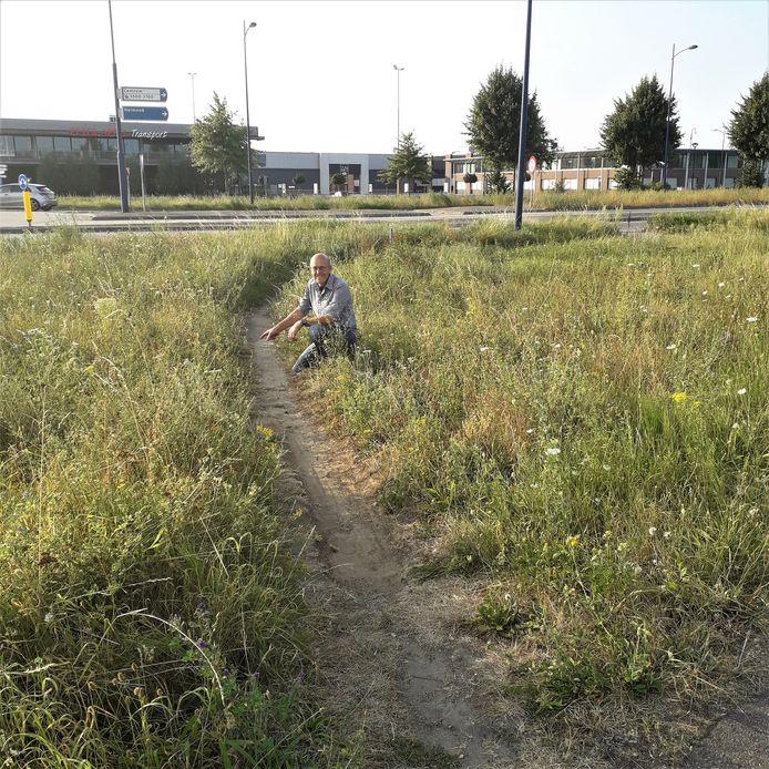 Jan Verhagen op een olifantenpad op de hoek Corridor en Doornhoek in Veghel. Dit pad is 25 meter lang, terwijl de officiële route liefst 48 meter lang is.