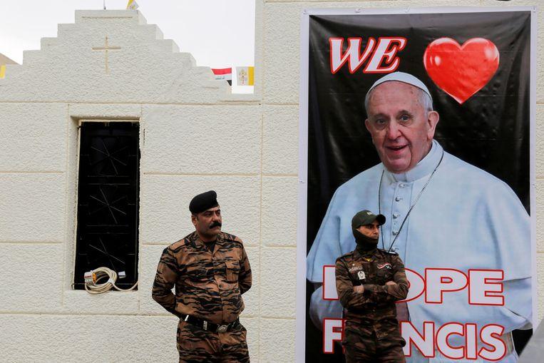 De Iraakse veiligheidsdiensten staan klaar voor het bezoek van Franciscus. Beeld REUTERS