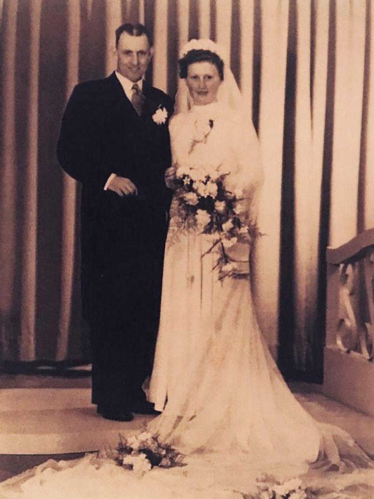Piet van der Loos en Riek op hun trouwdag. Beeld Familiearchief