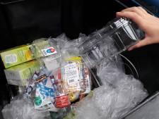 Neeeeee, geen piepschuim! Afvalcoach gluurt straks in de pmd-container om je beter te laten scheiden