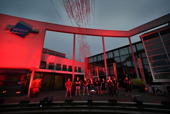 Goor - Evenementenbranche voerde vorig jaar actie voor coronasteun en zette daarbij De Reggehof in rood licht.