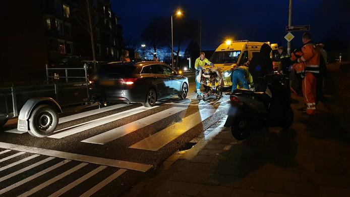 De voetganger is per ambulance naar het ziekenhuis gebracht.