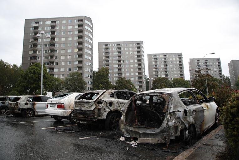 Uitgebrande auto's in Gotenburg dinsdagochtend. Beeld EPA