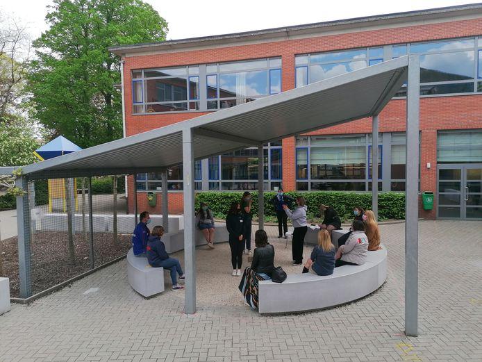 De leerlingen van het ASO Spijker in Hoogstraten zorgden voor een speciaal leerkrachtenfeest.