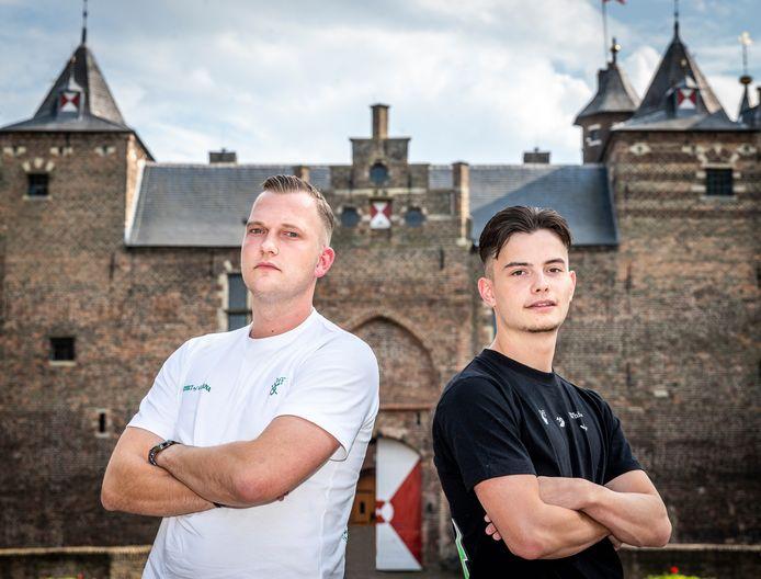 Dj's Jorden Jansen (links) en Noah Vermeulen doen mee aan een dj-marathon in Alphen aan den Rijn.