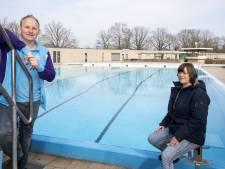 Toch zwemmen in de derde golf? Zondag opent het openluchtbad in Eibergen: 'Het water is heerlijk!'