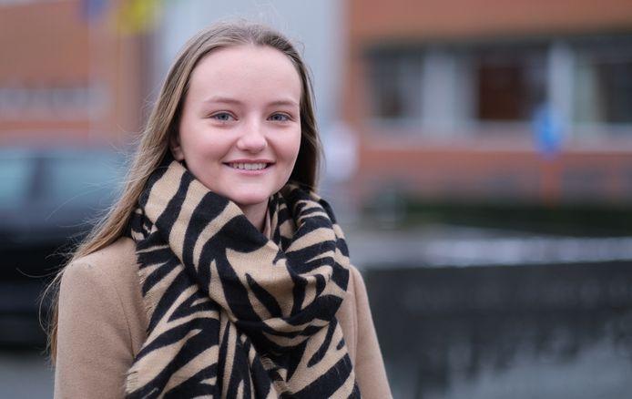 Liana Delporte werkt als jobstudent in woonzorgcentrum Sint-Medard.