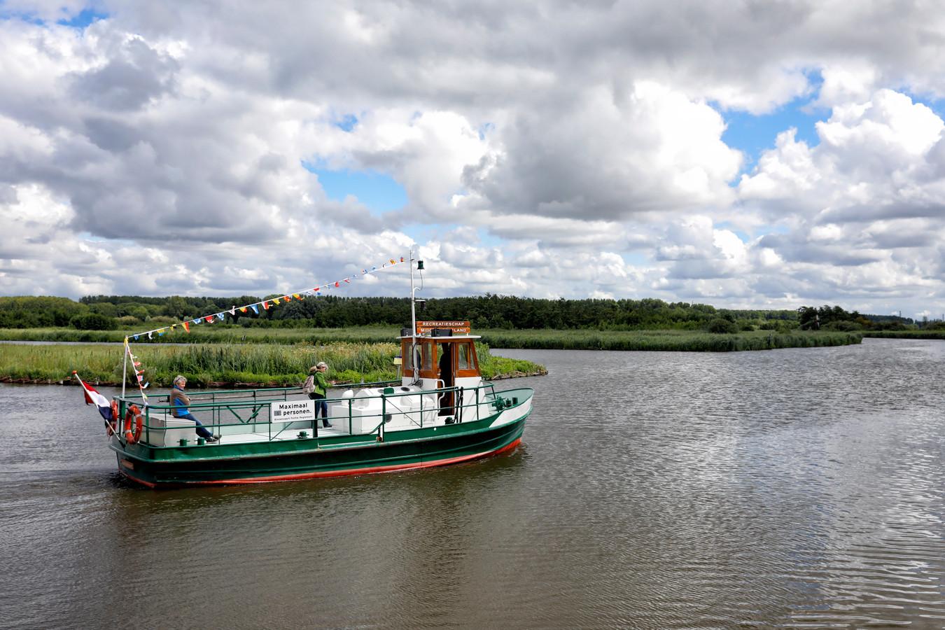 Pontje de Kwakel tussen de Broekpolder en de Kwakelweg Maasland is weer in bedrijf.