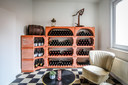 De wijnkelders zijn vervaardigd uit antraciet of terracotta.
