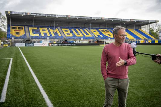 Henk de Jong hoopt dat zijn Cambuur nog zal promoveren naar de eredivisie.