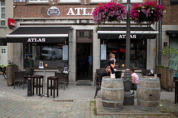 Dagcafé Atlas op de Vrijdagmarkt.