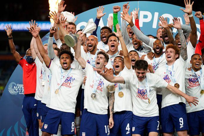De spelers van de VS vieren het veroveren van de Nations League.