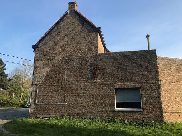 Snaaskerke - Het verschil in kleur bij de bakstenen moet gezocht worden bij een vliegtuigcrash in 1941