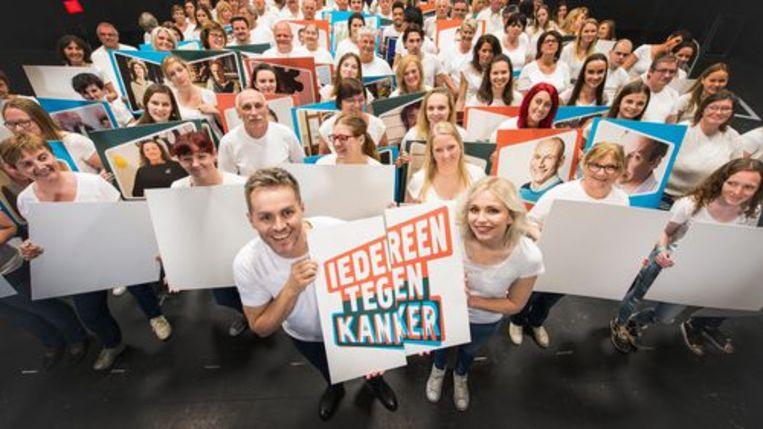 Peter Van de Veire en Julie Van den Steen presenteren 'Iedereen tegen kanker'. Beeld rv