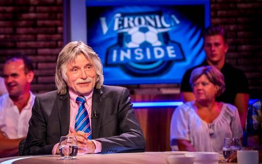 HILVERSUM - Johan Derksen ligt in het ziekenhuis met een hersenschudding en moet de komende uitzendingen van Veronica Inside missen. Hij is thuis van de trap gevallen en brak daarbij ook zijn arm.