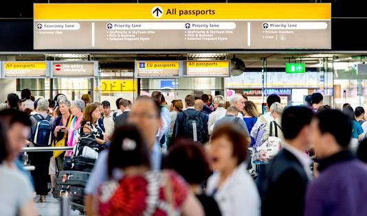 Nederland begint met het verzamelen van gegevens van vliegtuigpassagiers.
