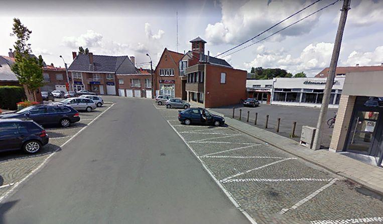 De politie van de zone Arro Ieper voert een onderzoek naar het zinloos geweld op het Guido Gezelleplein in Staden.