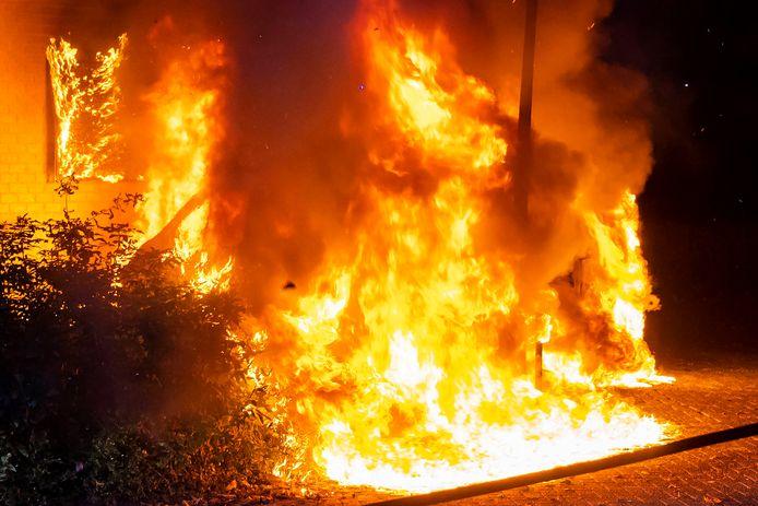 Een bestelbus stond in brand.