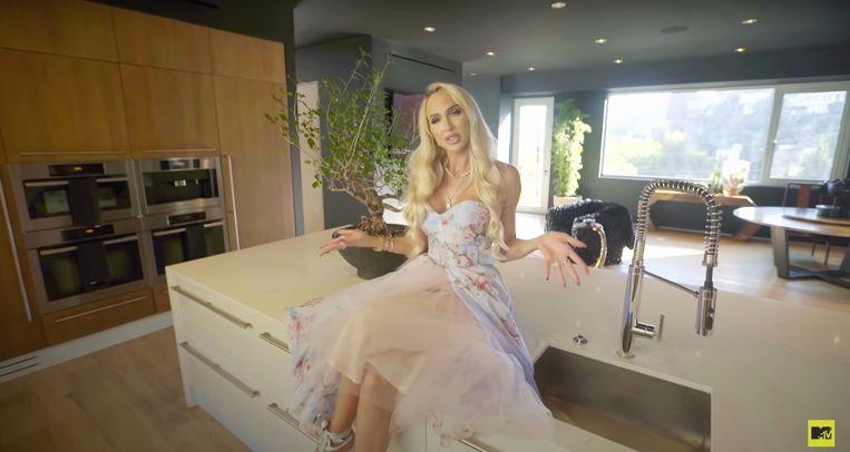 Christine Quinn in Cribs. Beeld