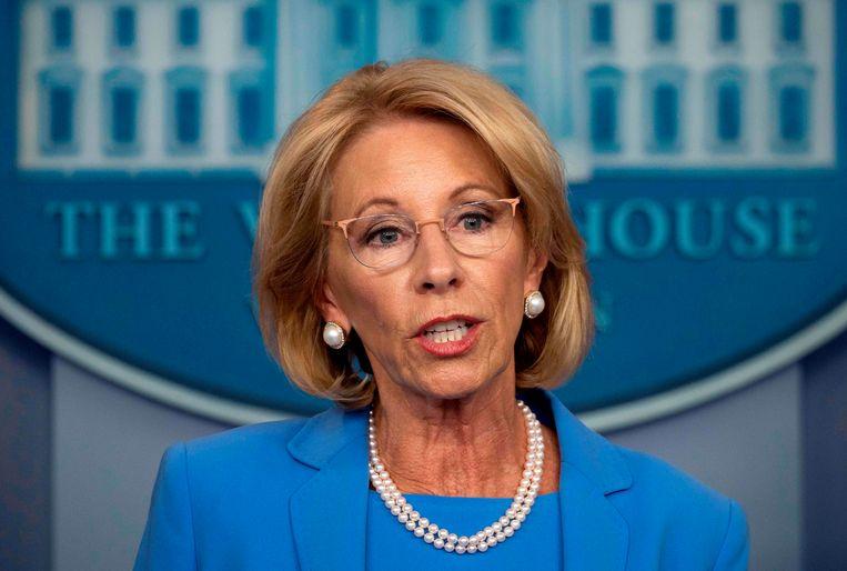Betsy Devos legt haar functie als minister van Onderwijs met onmiddellijke ingang neer. Beeld AFP
