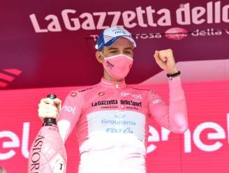 """Attila Valter is eerste Hongaar ooit in het roze: """"Wit was al ongelooflijk, maar 'maglia rosa' is een droom voor elke renner"""""""
