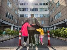 Hulp vanuit heel Nederland voor dakloos gezin in Den Haag: 'Ze worden gestraft voor de crisis op de woningmarkt'