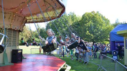 Families genieten van openluchttheater op Vlieg in 't Park