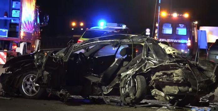 De 22-jarige bestuurder van de Audi A4 overleed vlak na de crash in zijn volledig vernielde auto.