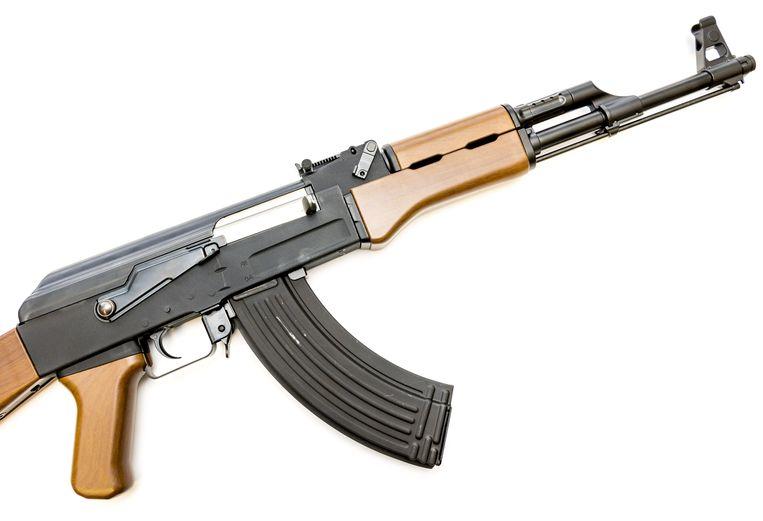 Een airsoft gun, een replica van een bestaande wapen, van de AK-47 Kalashnikov. Foto ter illustratie.