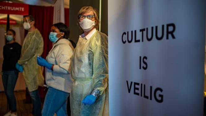 """Eerste testevenement in Bourlaschouwburg goed verlopen: """"Je voelde de honger bij het publiek, het applaus voelde als een ontlading"""""""