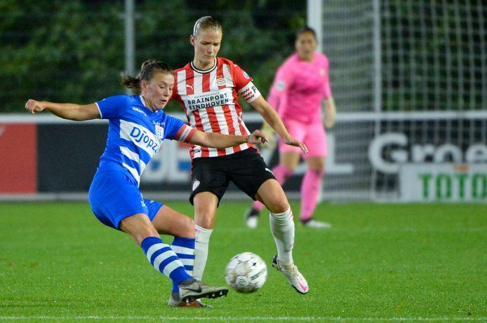 De aanvoerders Dominique Bruinenberg en Mandy van den Berg stonden eerder dit seizoen al tegenover elkaar, in de beker treffen PSV en PEC elkaar opnieuw.