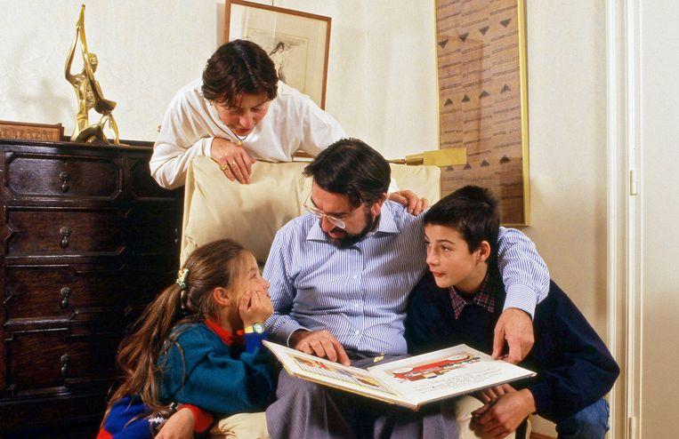 Het gezin De Croo in 1987. 'Wat het uurrooster ook was, onze kinderen waren primetime.' Beeld Photo News