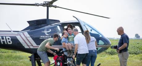 Die grijns wijkt voorlopig niet van Kevins gezicht: gehandicapte jongeren genieten van helikoptervlucht