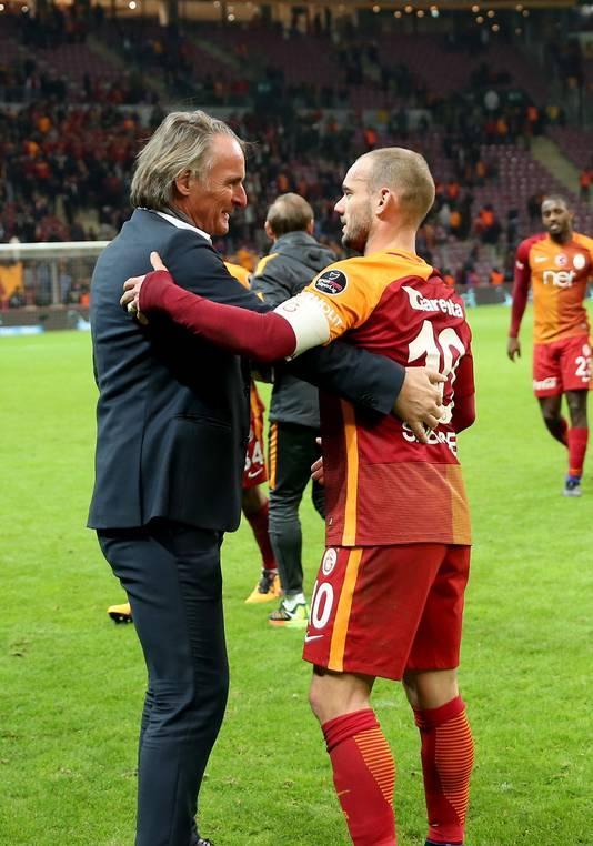 Jan Olde Riekerink en Wesley Sneijder: blij met elkaar bij Galatasaray.