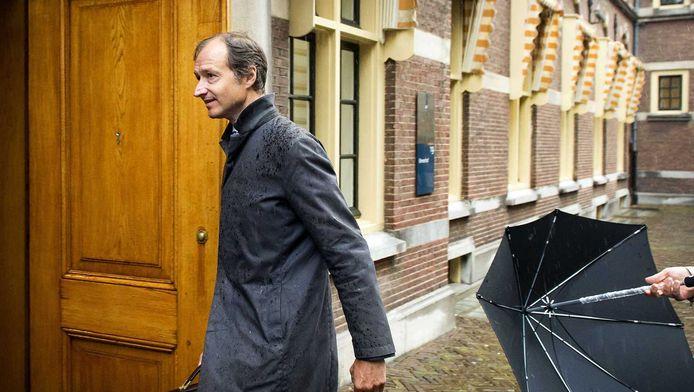 Staatssecretaris van Financiën Eric Wiebes komt aan op het Binnenhof voor het begrotingsoverleg. De overheidsbegroting voor 2015 wordt op Prinsjesdag gepresenteerd.