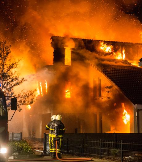 Gezin uitgebrande villa toevallig niet thuis: 'Ze waren verkeerd gereden'
